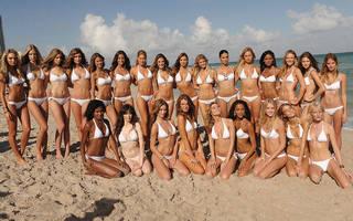 Wunderschöne Luxus-Mädchenmannschaft.